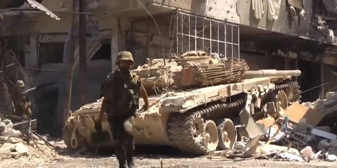 Syrian army during urban fighting supported by tanks. (Photo: News Channel Online 24/24/ Wikimedia)